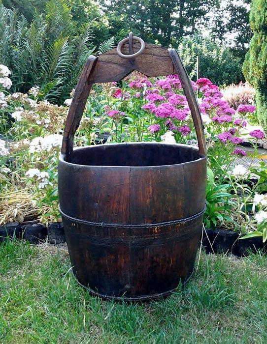 wooden-wishing-well-bucket