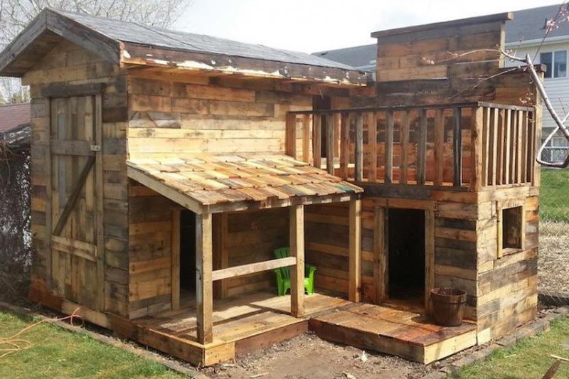 build-a-cabin-out-of-pallets