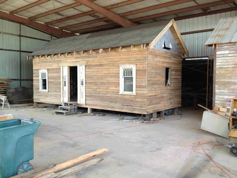 build-a-cabin-with-pallets
