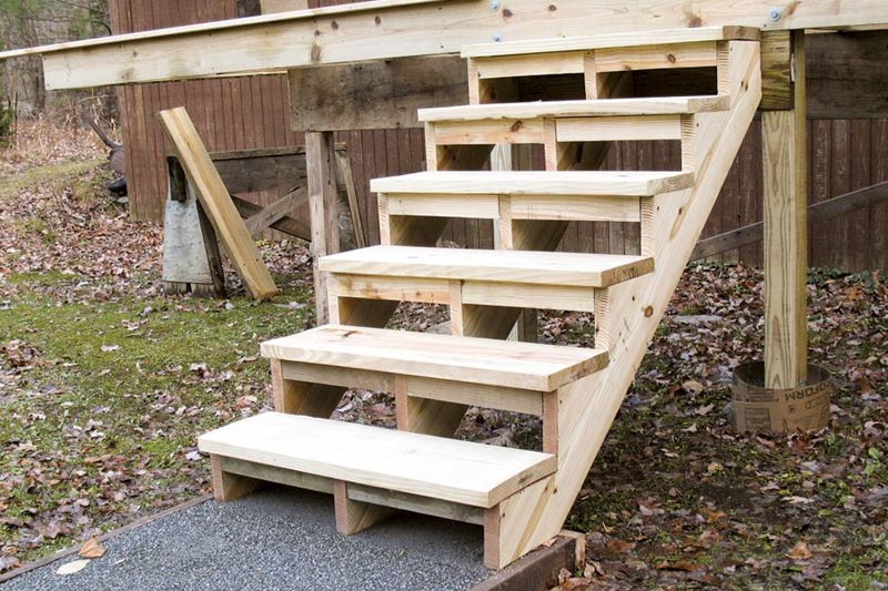 building-deck-stairs-on-uneven-ground