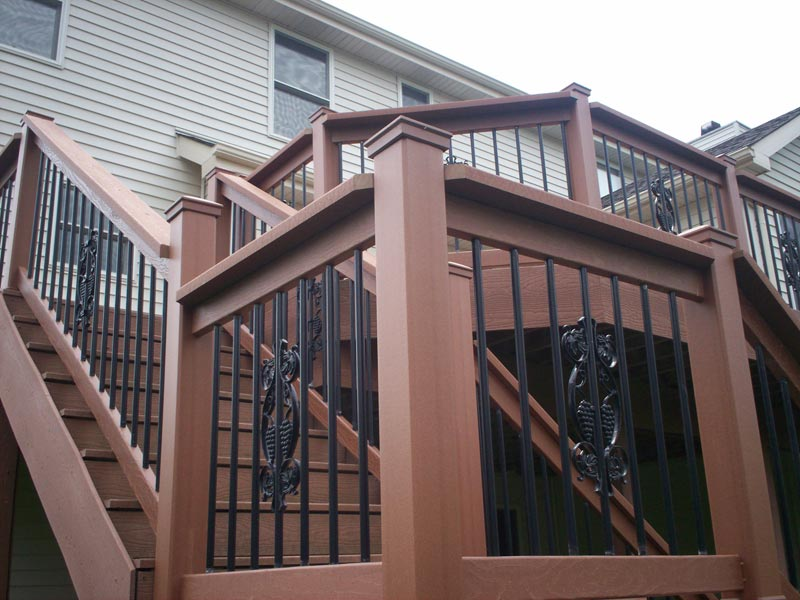building-deck-stairs-with-composite