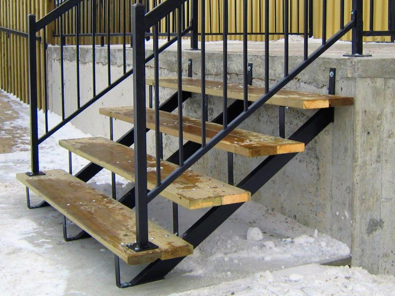 building-deck-stairs-with-metal-stringers