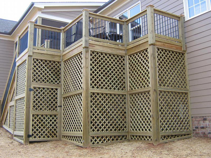 deck-lattice-door