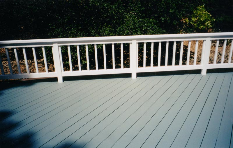 paint-deck-same-color-as-house