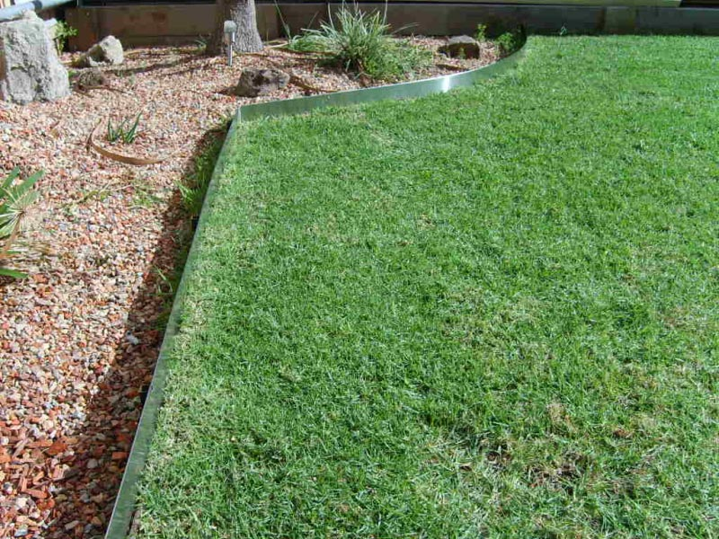 Metal landscape edging for accurate and elegant landscape for Grasses for garden borders