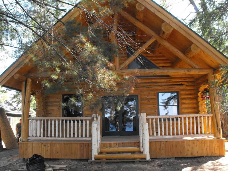 Rustic cabin plans for enjoying your weekends away from for Rustic log home kits