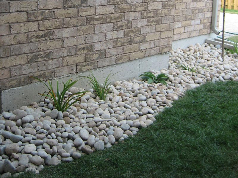 rock-bed-landscaping-ideas