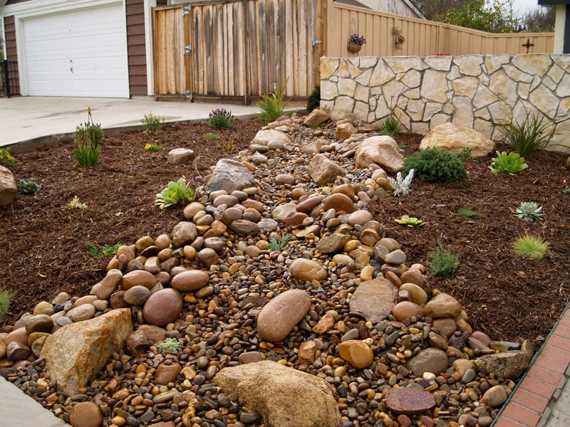 rock-mulch-landscaping-ideas