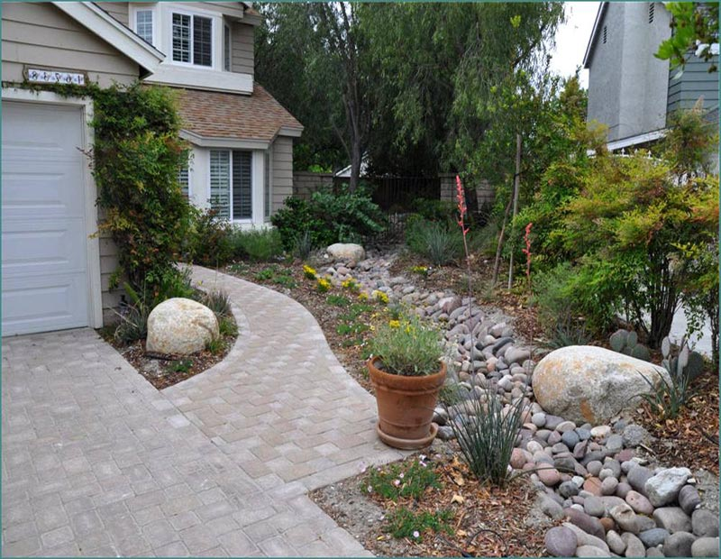 Desert landscaping how to create fantastic desert garden for River rock landscaping