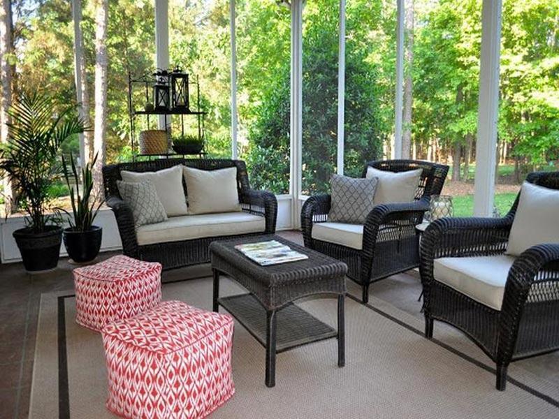 screened-in-deck-furniture
