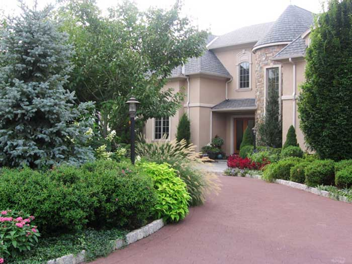 Useful tips for amazing driveway landscaping landscape for Garden driveways designs