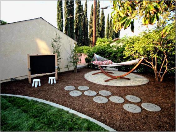 Lovely-cheap-landscaping-ideas-for-backyard
